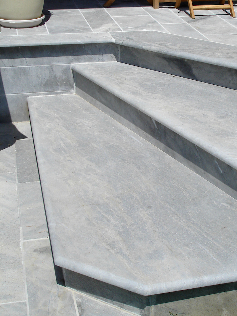 French marble - Bleu de Savoie swimming pool steps and paving